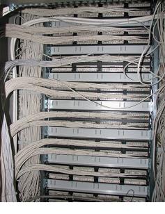шкаф 42u раскладка кабелей сзади